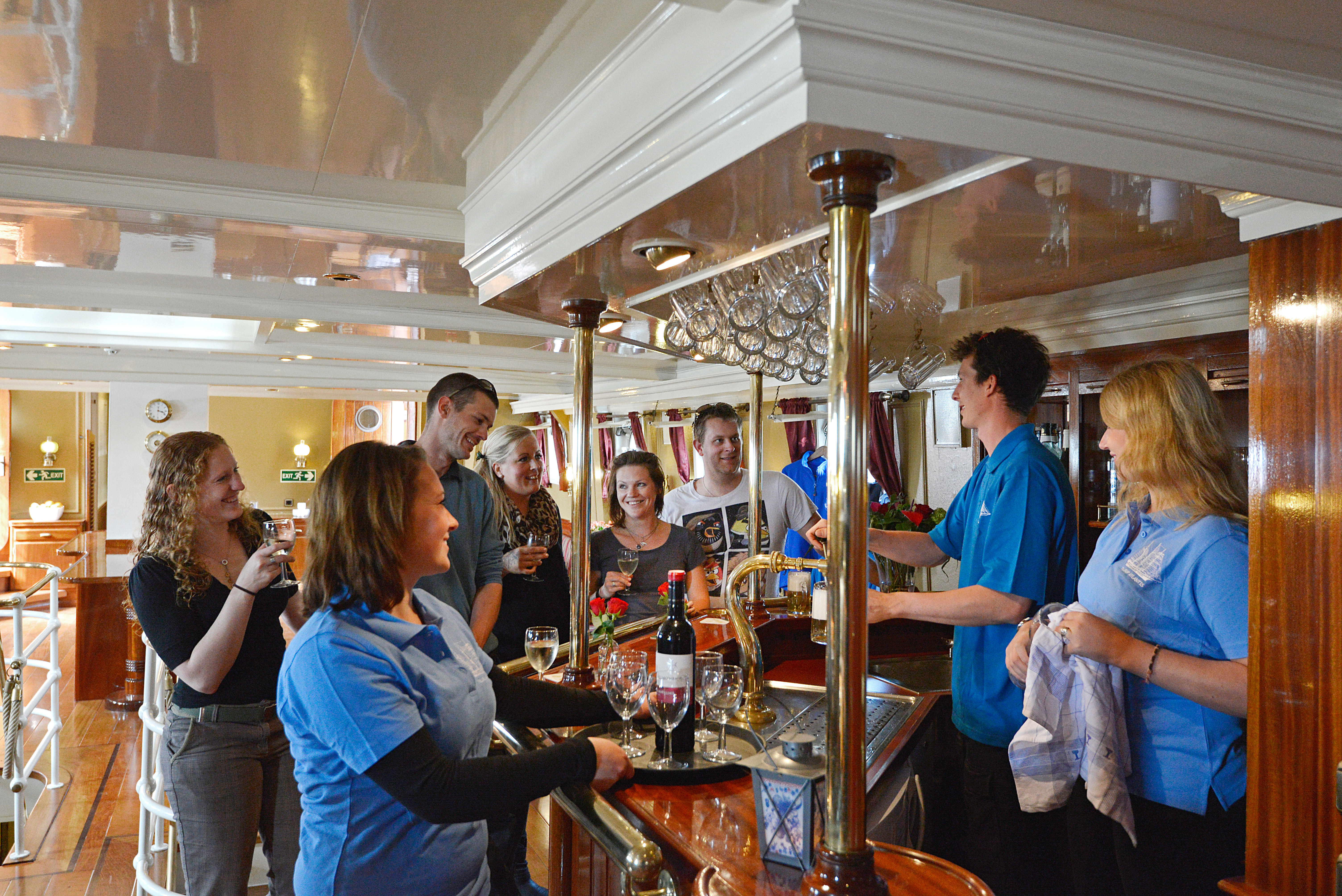 The bar in the salon on Atlantis